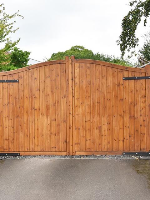 Installation portail en bois